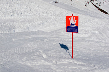 sign warning for avalanches