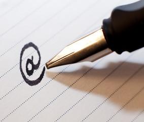 arobase écriture stylo