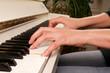 Leinwanddruck Bild - Piano spielen