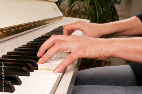 Leinwanddruck Bild Piano spielen