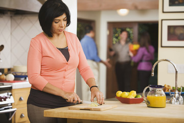 Middle-aged Hispanic woman chopping lemons