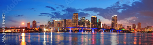 Miami night scene - 39648171