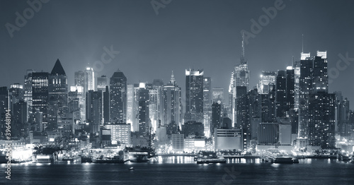 Fridge magnet New York City nigth black and white