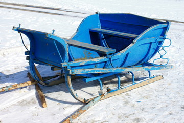 The old wooden sledge against the snow in the winter