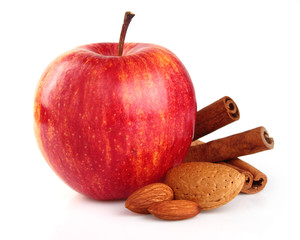 Apple with almonds and cinnamon