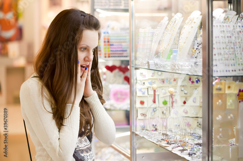 woman is choosing jewerly
