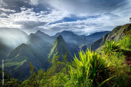 Leinwanddruck Bild Lever de soleil sur le cirque de Mafate - Réunion