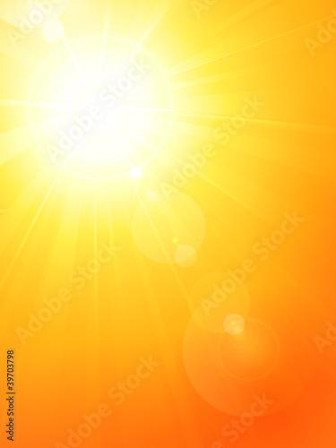 Wibrujący gorący lata słońce z obiektywu racą