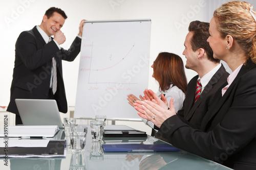 applaudierende semiarteilnehmer