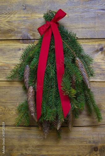 weihnachten dekorieren mit tannenzweigen im landhausstil von jeanette dietl lizenzfreies foto. Black Bedroom Furniture Sets. Home Design Ideas