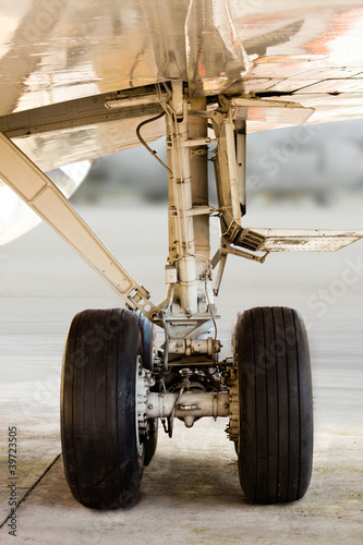 Airplane undercarriage