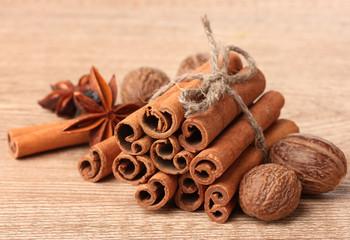 Cinnamon sticks, nutmeg and anise on wooden table