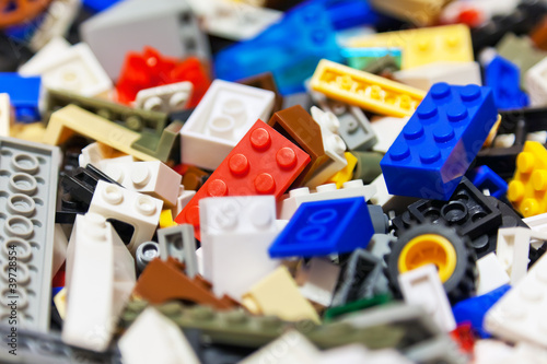 Heap of color plastic toy bricks - 39728554