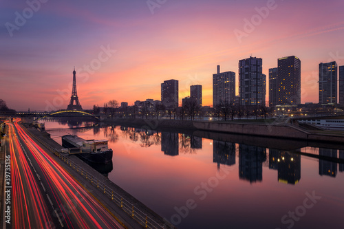 Zdjęcia na płótnie, fototapety na wymiar, obrazy na ścianę : Paris sunrise / Paris lever de soleil
