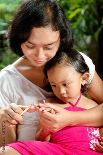 ethnic mother manicure child fingernail