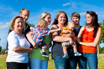 Familie und Generationen - Spaß im Sommer