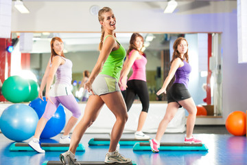 Fitness - Training und Workout im Fitnessstudio