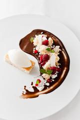 mandel financier | schokoladenpudding | himbeer | kokoseis
