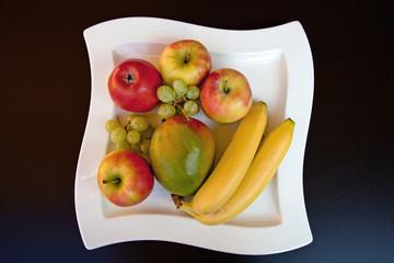 Obst in einer Schale / Fruits in a bowl