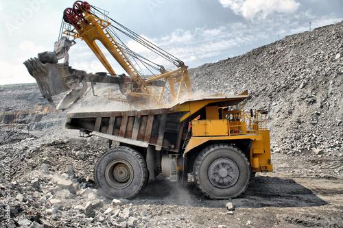 Leinwanddruck Bild Loading of iron ore on truck