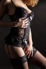 dessous schwarze spitze mit strumpfhaltern und strapsen