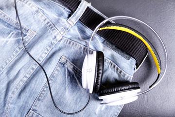Jeans mit Kopfhörer
