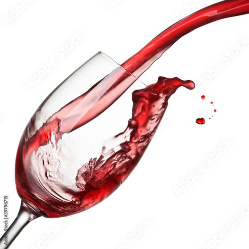 plusniecie-wino-odizolowywajacy-na-bielu