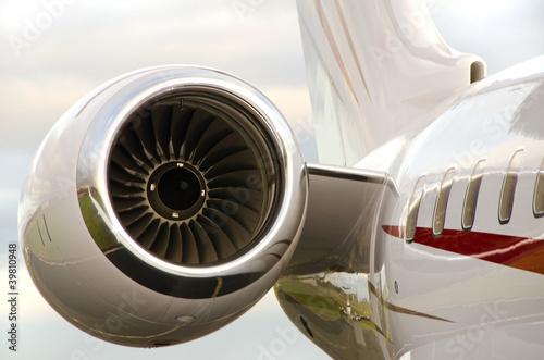 silnik-odrzutowy-na-samolocie