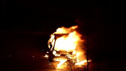 pompiers et incendie de voiture