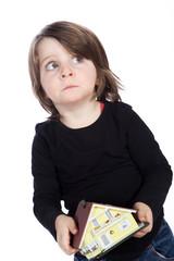 Junges Mädchen mit Haus überlegt ob es sich leisten kann