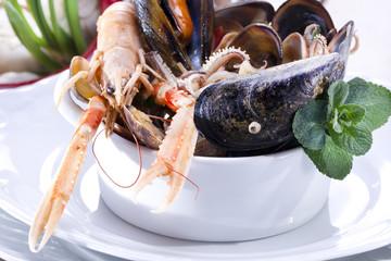 zuppa di frutti di mare con calamari