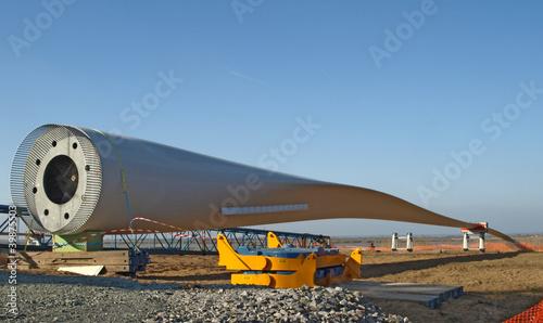 Détail avant montage d'une pale d'éolienne offshore - 39875503