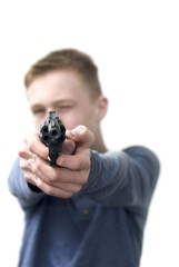 Teen mit Pistole