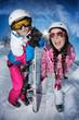Jeunes skieuses en contre jour