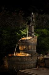 piccola fontana illuminata