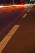 Lichtspuren im nächtlichen Verkehr