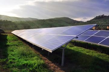 Pannelli solari illuminati dal sole
