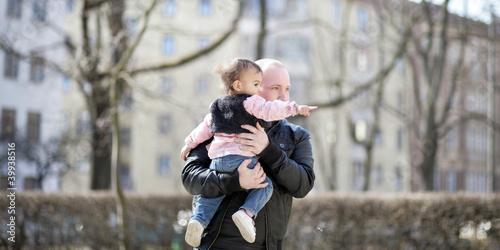 Kleinkind mit Papa