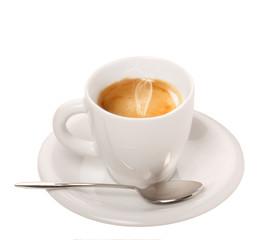 Caffè espresso in tazza su sfondo bianco
