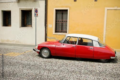 czerwony-piekny-samochod