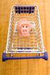 Marzipanschwein im Einkaufswagen