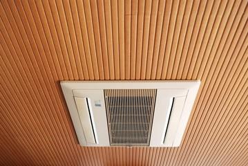 天井のエアコン