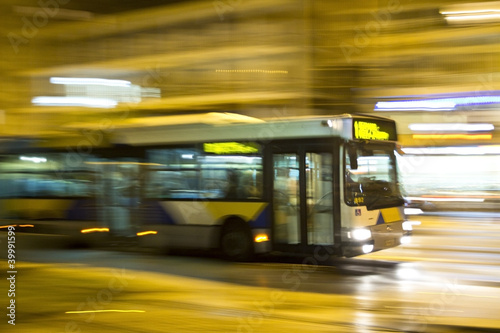 Leinwanddruck Bild Motion blurred bus