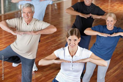 Senioren machen Zumba-Kurs