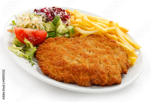Pork chop, French fries and vegetables - 40015532
