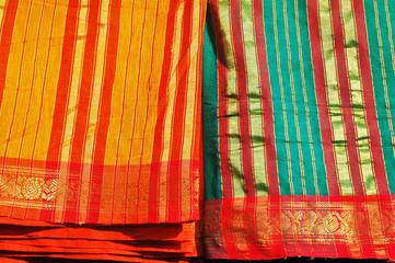 Badami, Karnataka - mercato di strada, Sari