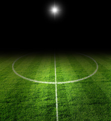 fussball mittelfeld in der Nacht