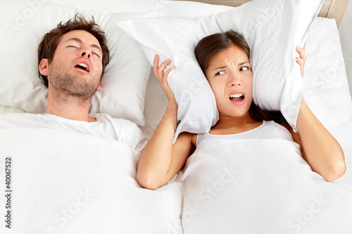 Leinwanddruck Bild Snoring man - couple in bed