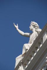 Apollon-Statue auf dem Hofburgtheater in Wien