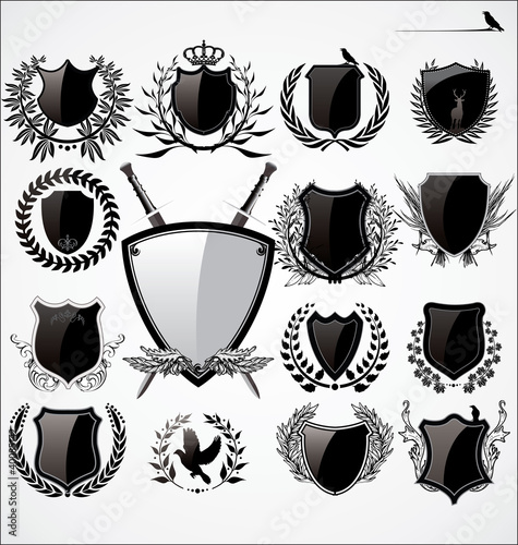 Shields and Laurel wreath set